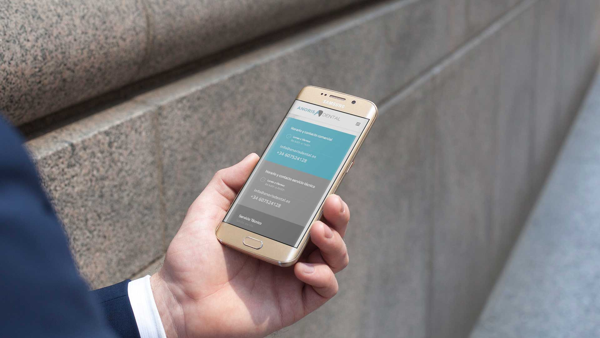 Ejemplo de web en Smartphone de Anoris Dental